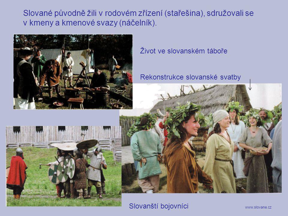 Slované původně žili v rodovém zřízení (stařešina), sdružovali se v kmeny a kmenové svazy (náčelník).