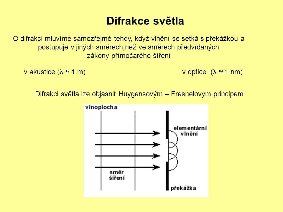 Difrakce světla O difrakci mluvíme samozřejmě tehdy, když vlnění se setká s překážkou a. postupuje v jiných směrech,než ve směrech předvídaných.
