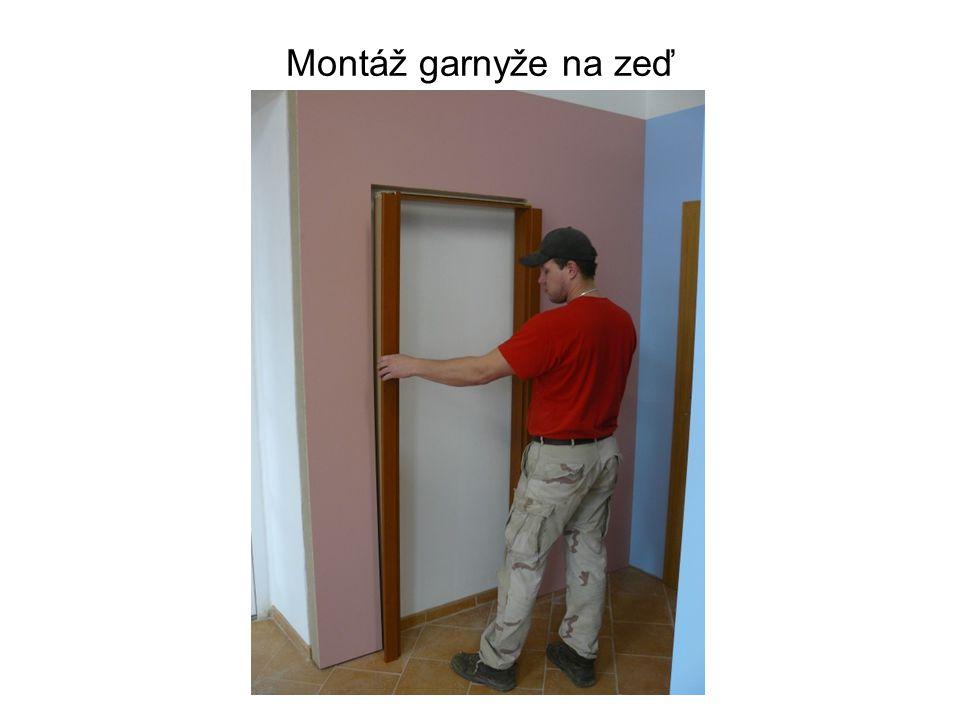 Montáž garnyže na zeď