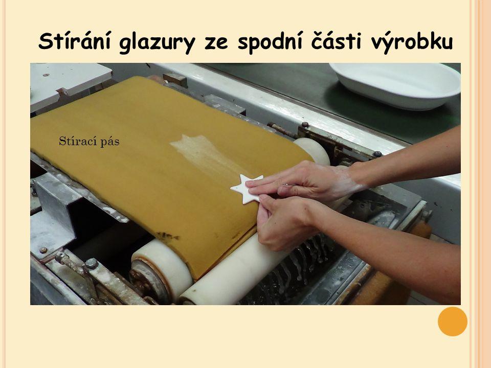 Stírání glazury ze spodní části výrobku