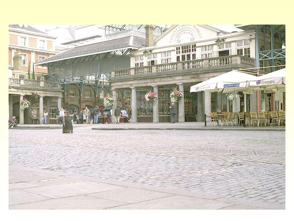 Covent Garden: toto je současný pohled, ale původně bylo divadlo v Covent Garden navrženo jako řeckodórský projekt v roce 1808 architektem Robertem Smirkem.