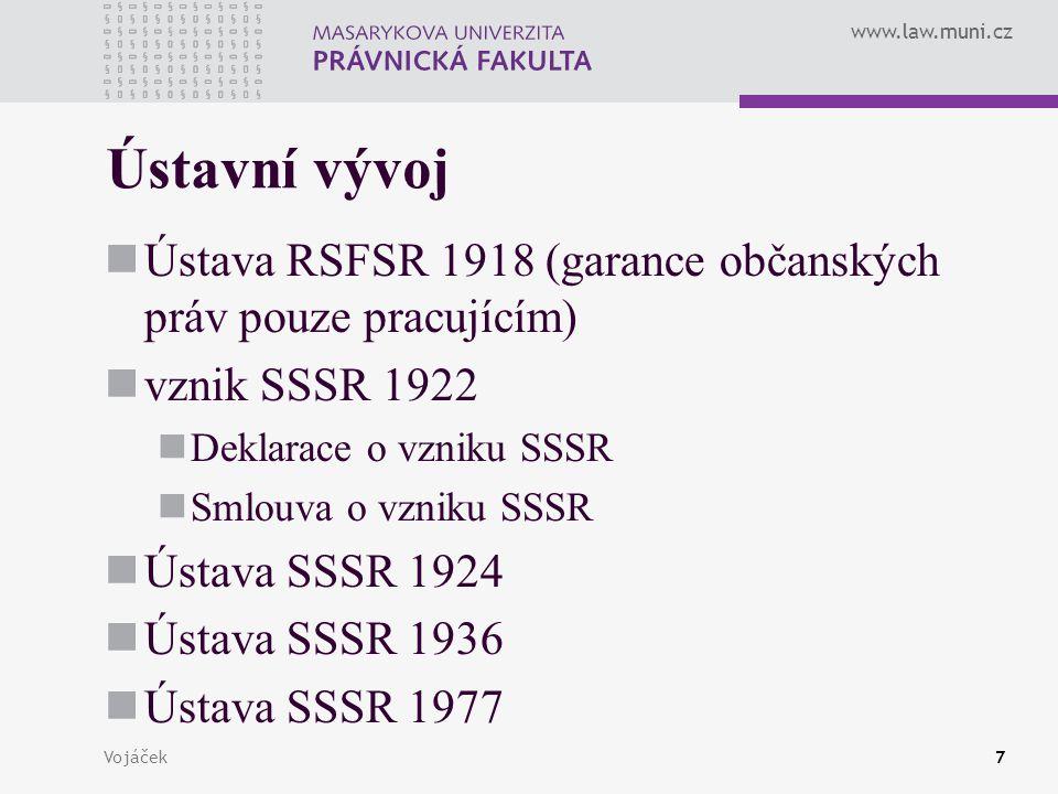 Ústavní vývoj Ústava RSFSR 1918 (garance občanských práv pouze pracujícím) vznik SSSR 1922. Deklarace o vzniku SSSR.