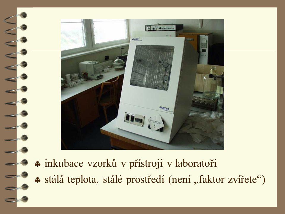 inkubace vzorků v přístroji v laboratoři