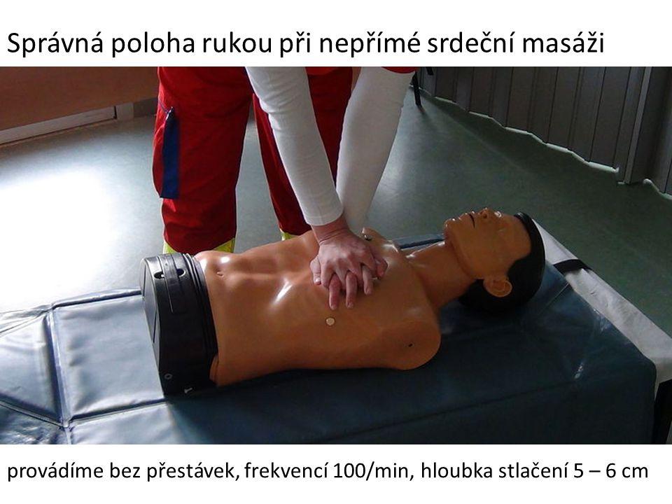 Správná poloha rukou při nepřímé srdeční masáži