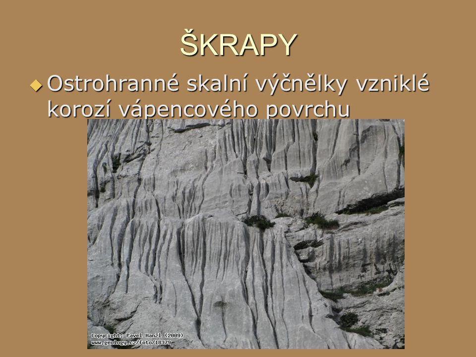 ŠKRAPY Ostrohranné skalní výčnělky vzniklé korozí vápencového povrchu