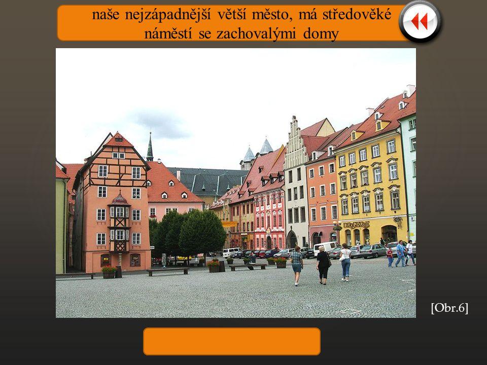naše nejzápadnější větší město, má středověké náměstí se zachovalými domy