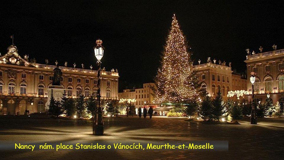 Nancy nám. place Stanislas o Vánocích, Meurthe-et-Moselle