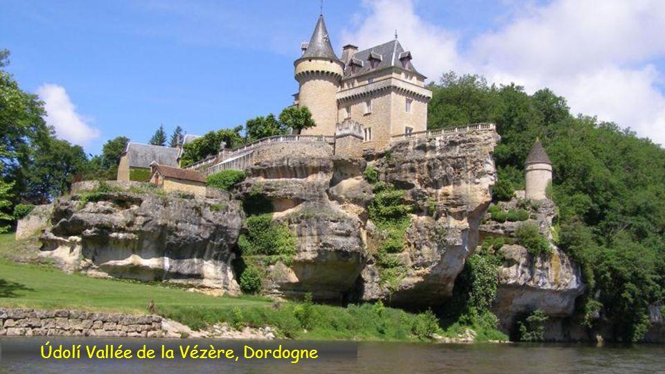 Údolí Vallée de la Vézère, Dordogne