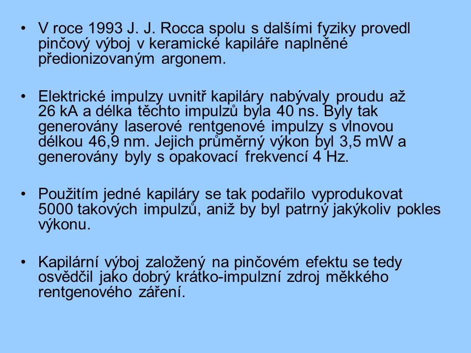 V roce 1993 J. J. Rocca spolu s dalšími fyziky provedl pinčový výboj v keramické kapiláře naplněné předionizovaným argonem.