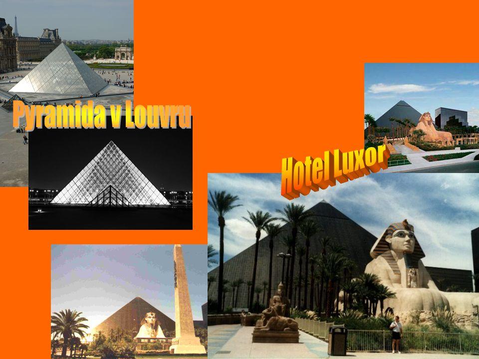 Pyramida v Louvru Hotel Luxor .