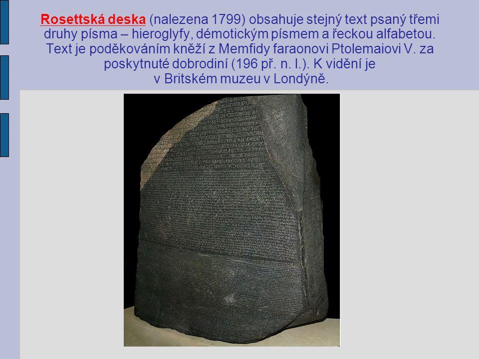 Rosettská deska (nalezena 1799) obsahuje stejný text psaný třemi druhy písma – hieroglyfy, démotickým písmem a řeckou alfabetou.