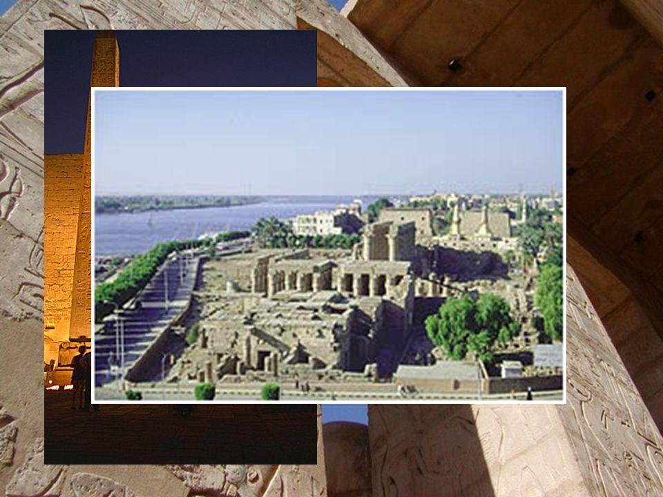Chrám v Luxoru Zasvěcen bohu Amonovi,najdeme jej v jižní části Théb