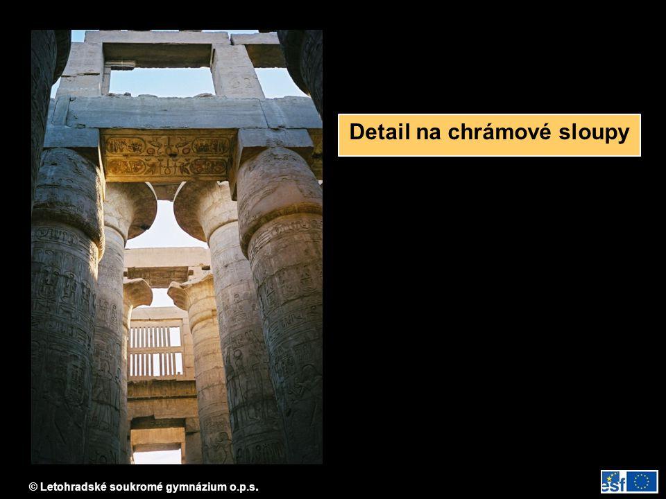 Detail na chrámové sloupy