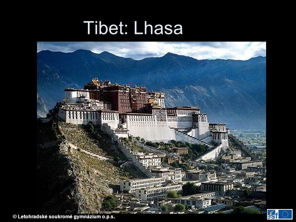 Tibet: Lhasa Lhasa: Potala – sídlo pančelamy (= zástupce dalajlamy v Tibetu)