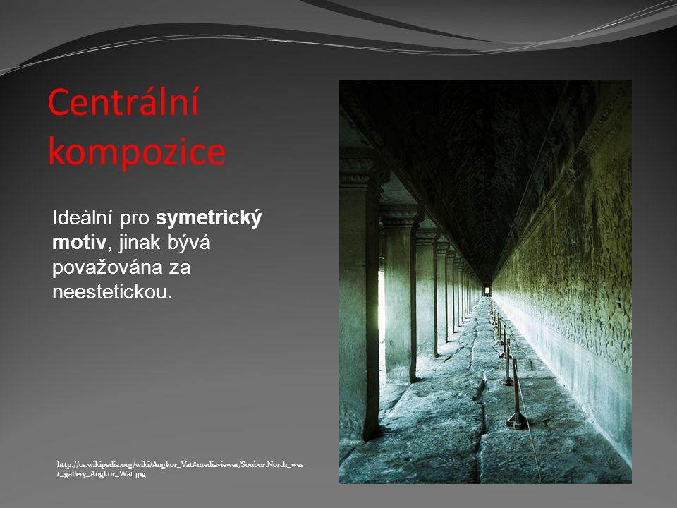 Centrální kompozice. Ideální pro symetrický motiv, jinak bývá považována za neestetickou.