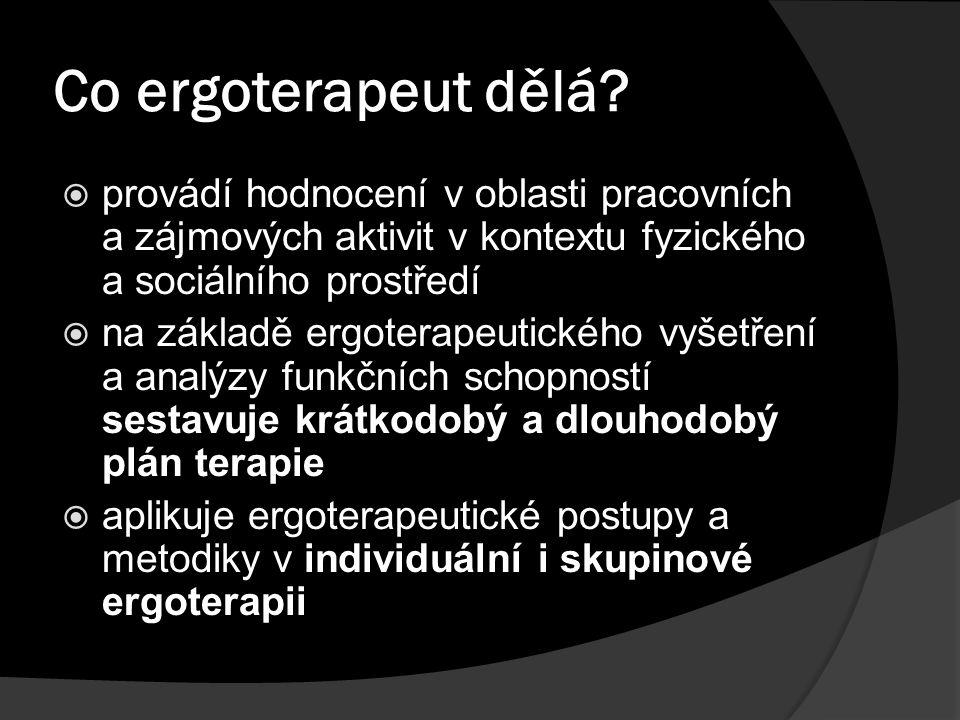 Co ergoterapeut dělá provádí hodnocení v oblasti pracovních a zájmových aktivit v kontextu fyzického a sociálního prostředí.