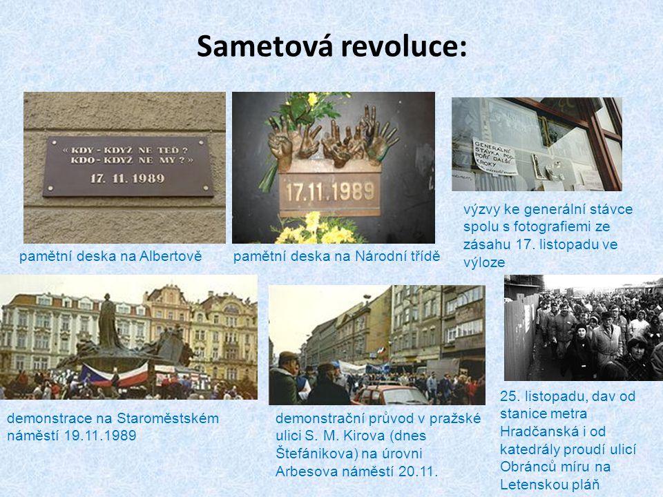 Sametová revoluce: výzvy ke generální stávce spolu s fotografiemi ze zásahu 17. listopadu ve výloze.