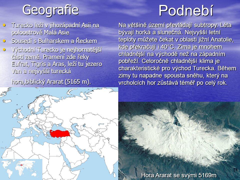 Geografie Podnebí. Turecko leží v jihozápadní Asii na poloostrově Malá Asie. Sousedí s Bulharskem a Řeckem.