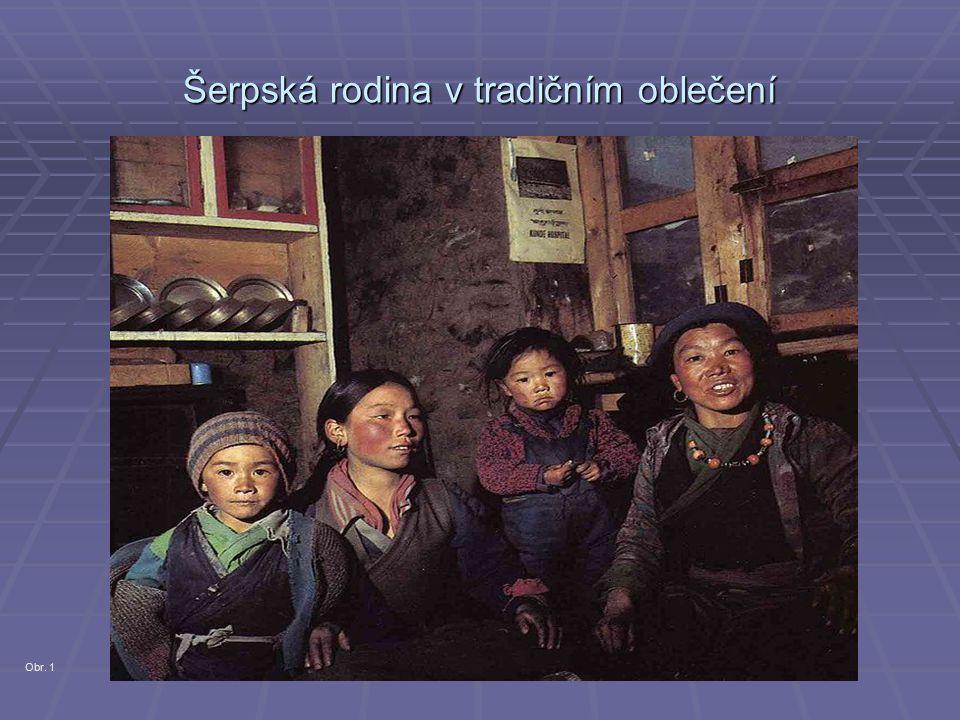 Šerpská rodina v tradičním oblečení