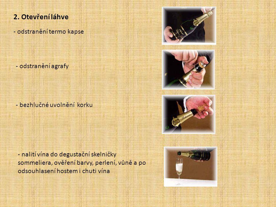 2. Otevření láhve - odstranění termo kapse - odstranění agrafy
