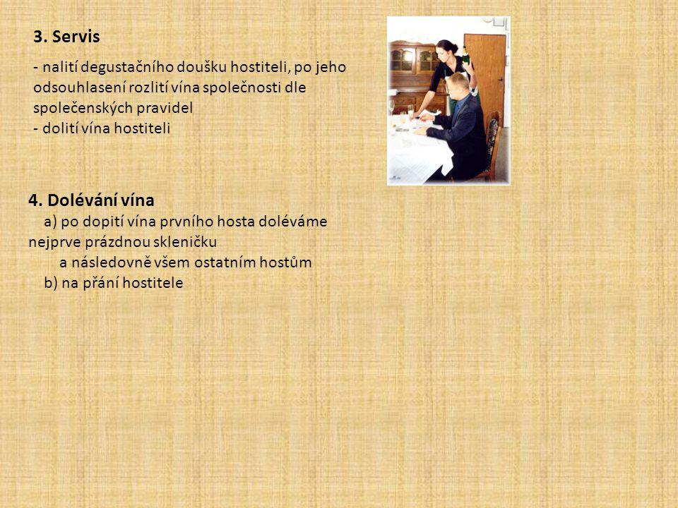 3. Servis - nalití degustačního doušku hostiteli, po jeho odsouhlasení rozlití vína společnosti dle společenských pravidel.