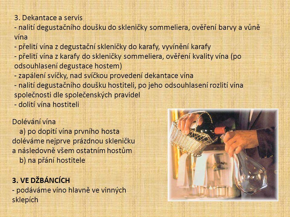 3. Dekantace a servis - nalití degustačního doušku do skleničky sommeliera, ověření barvy a vůně vína.
