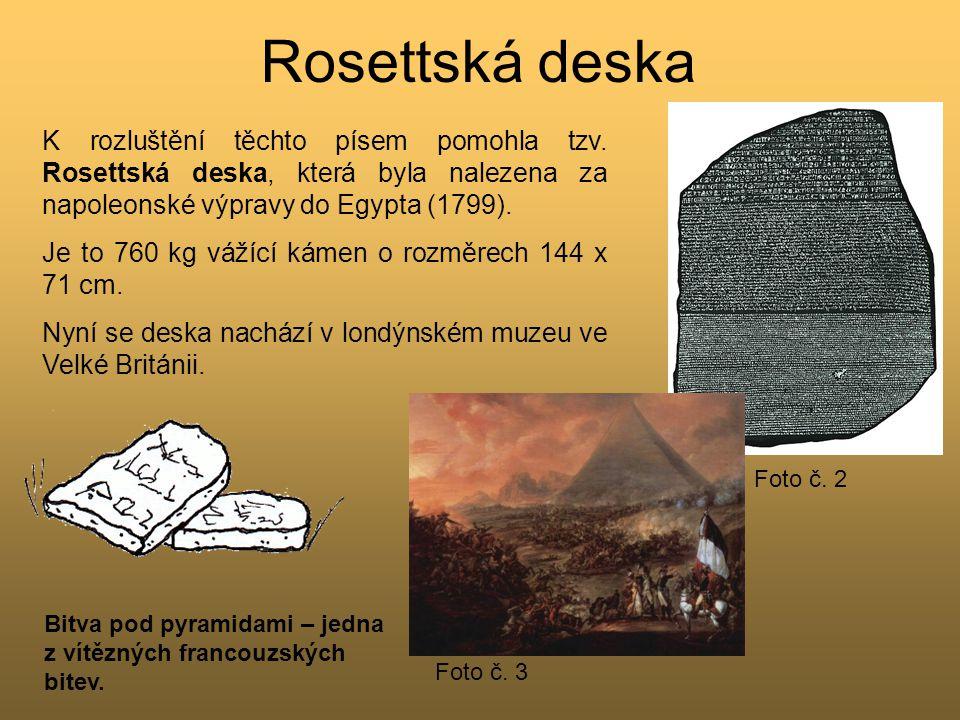 Rosettská deska Foto č. 2. K rozluštění těchto písem pomohla tzv. Rosettská deska, která byla nalezena za napoleonské výpravy do Egypta (1799).