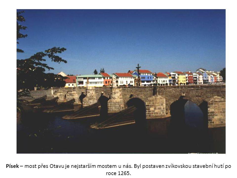 Foto: Jiří Honomichl © Písek – most přes Otavu je nejstarším mostem u nás.