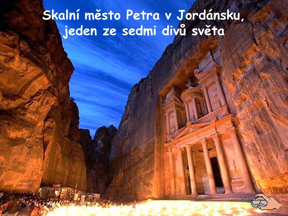 Skalní město Petra v Jordánsku, jeden ze sedmi divů světa