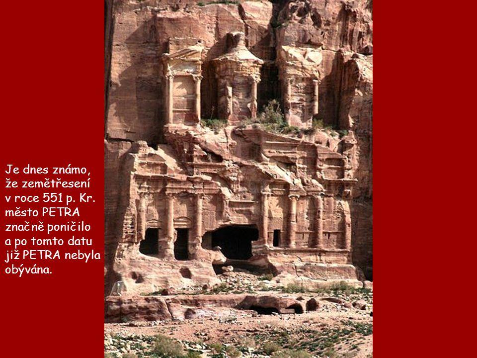 Je dnes známo, že zemětřesení. v roce 551 p. Kr. město PETRA. značně poničilo. a po tomto datu.