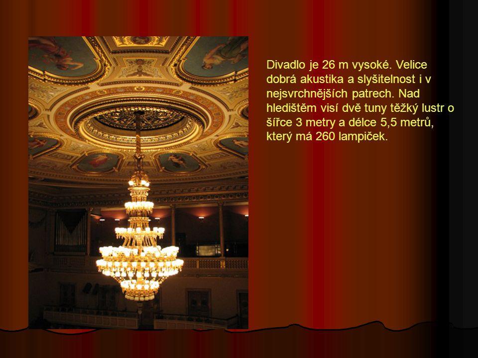 Divadlo je 26 m vysoké. Velice dobrá akustika a slyšitelnost i v nejsvrchnějších patrech.