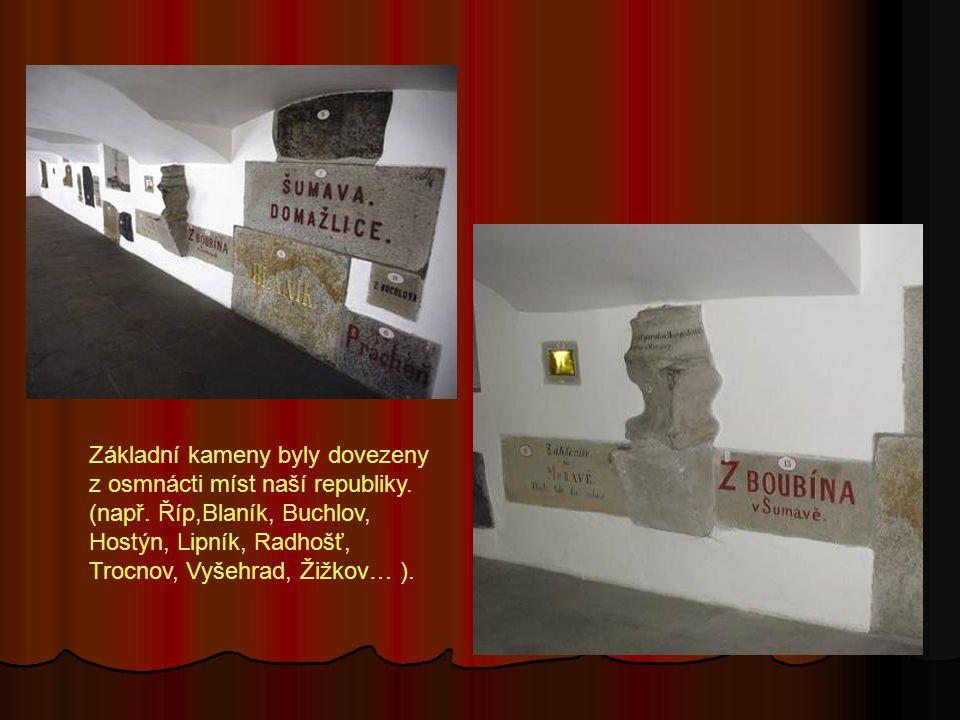 Základní kameny byly dovezeny z osmnácti míst naší republiky. (např