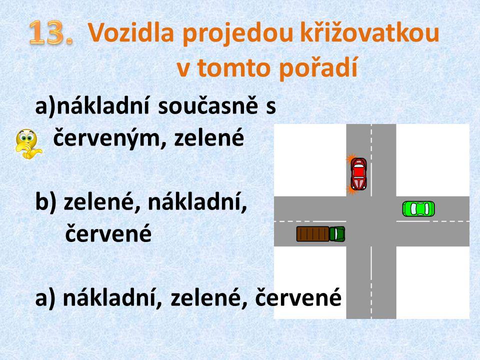 Vozidla projedou křižovatkou