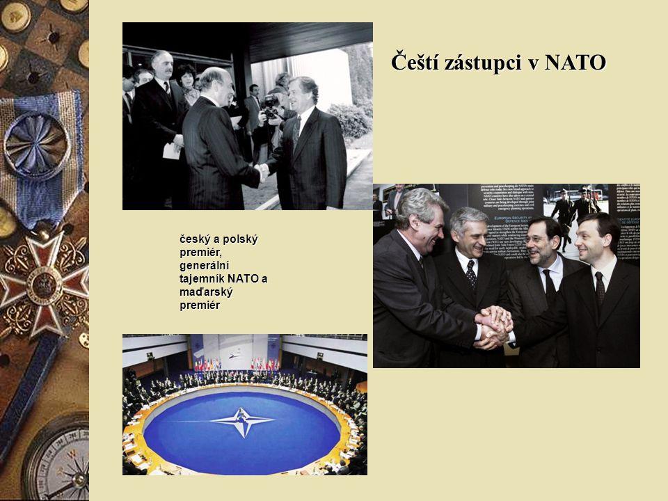 Čeští zástupci v NATO český a polský premiér, generální tajemník NATO a maďarský premiér