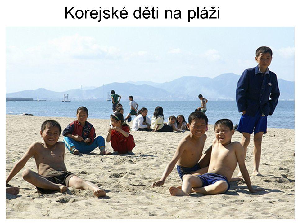 Korejské děti na pláži
