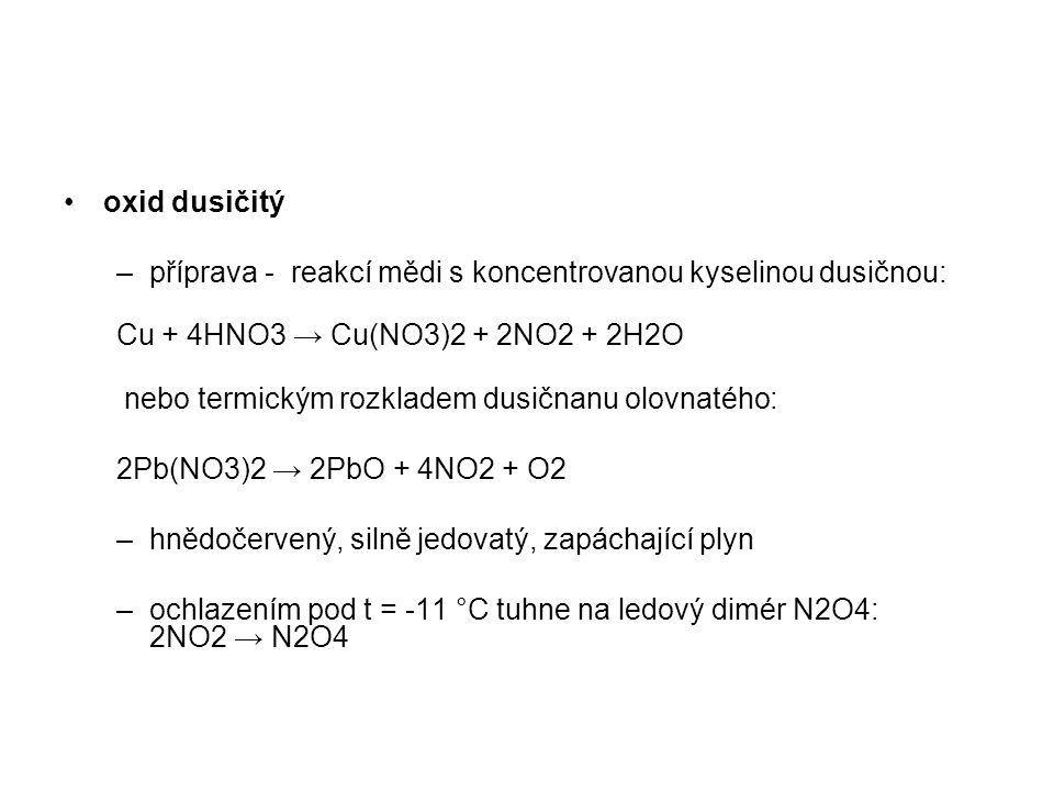 oxid dusičitý příprava - reakcí mědi s koncentrovanou kyselinou dusičnou: Cu + 4HNO3 → Cu(NO3)2 + 2NO2 + 2H2O.