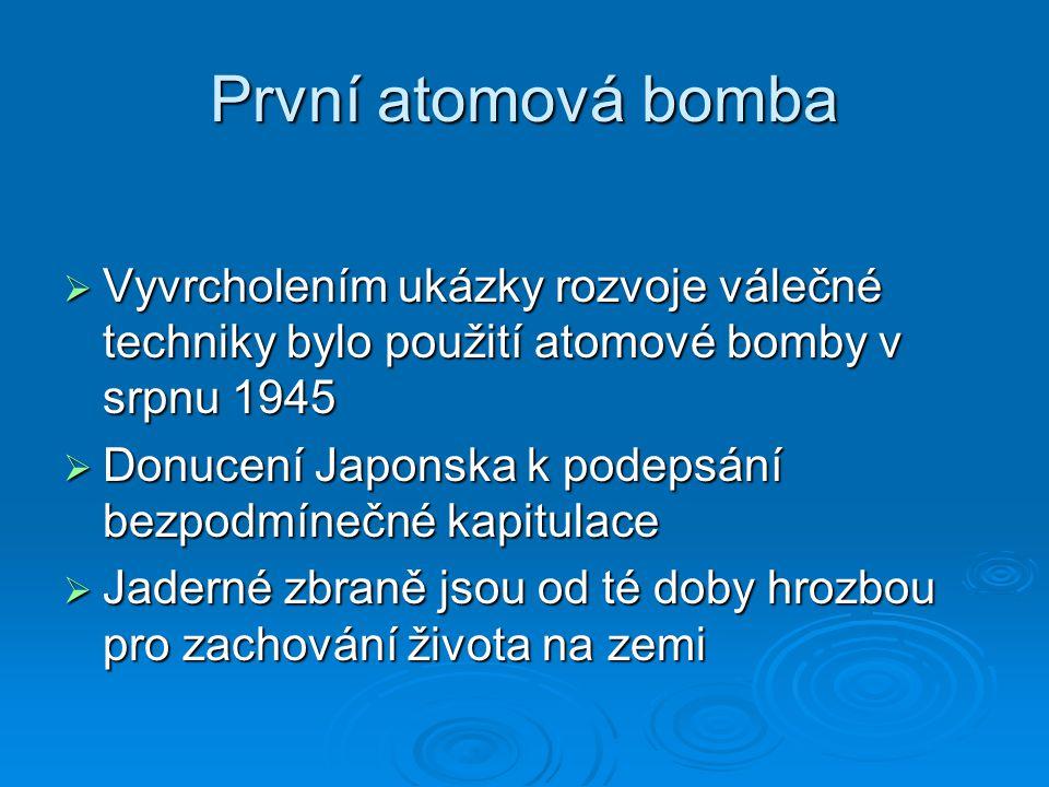 První atomová bomba Vyvrcholením ukázky rozvoje válečné techniky bylo použití atomové bomby v srpnu 1945.