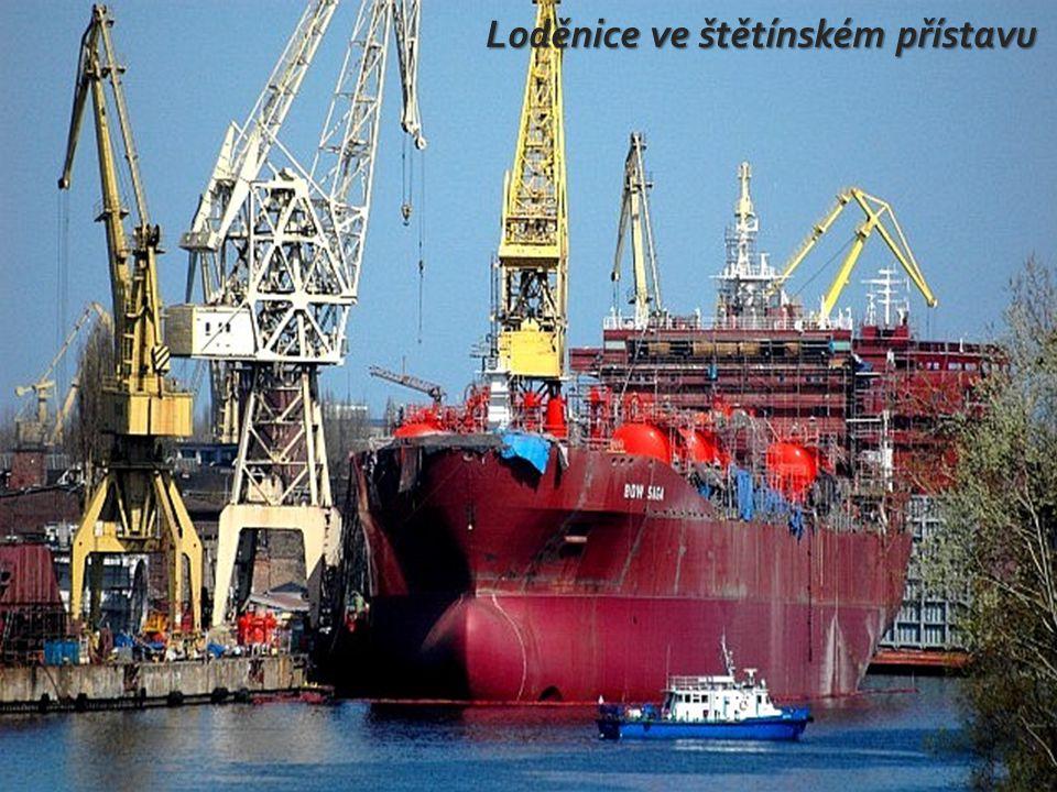 Loděnice ve štětínském přístavu