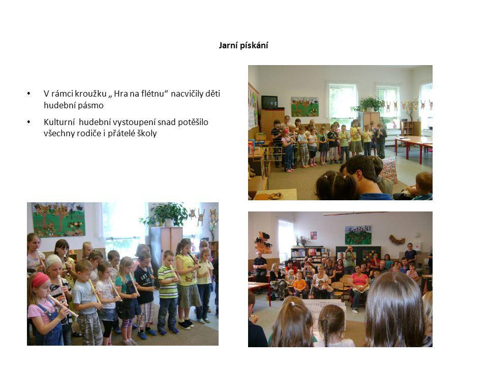 """Jarní pískání V rámci kroužku """" Hra na flétnu nacvičily děti hudební pásmo."""