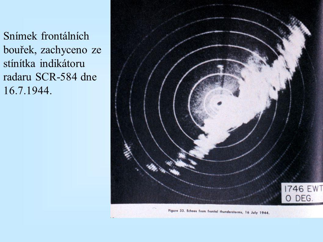Snímek frontálních bouřek, zachyceno ze stínítka indikátoru radaru SCR-584 dne 16.7.1944.