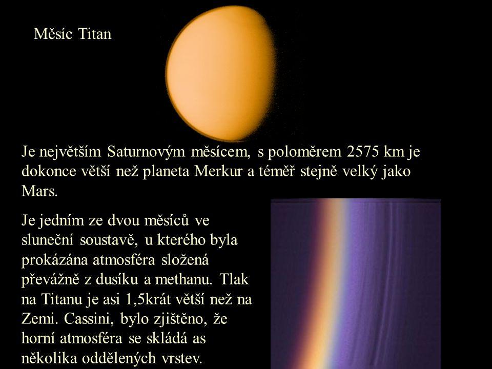 Měsíc Titan Je největším Saturnovým měsícem, s poloměrem 2575 km je dokonce větší než planeta Merkur a téměř stejně velký jako Mars.
