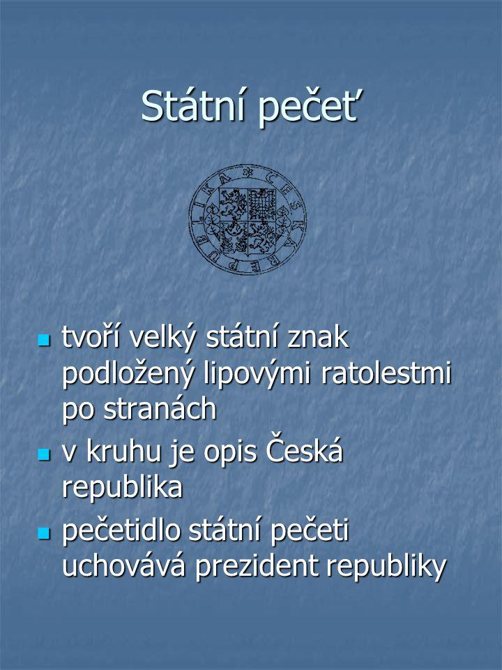 Státní pečeť tvoří velký státní znak podložený lipovými ratolestmi po stranách. v kruhu je opis Česká republika.