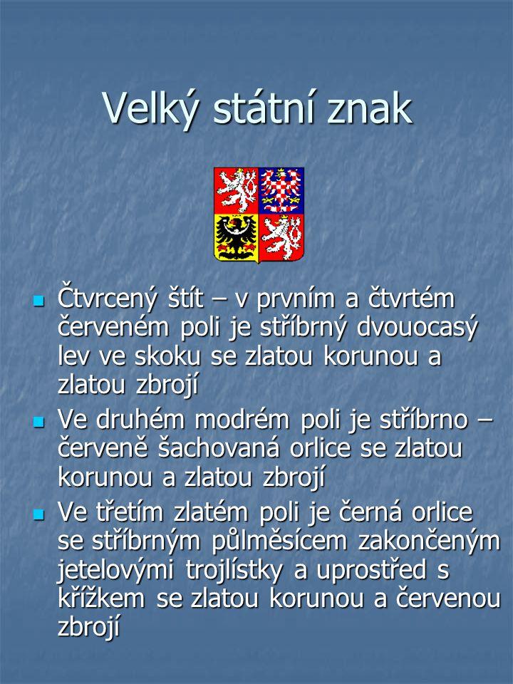 Velký státní znak Čtvrcený štít – v prvním a čtvrtém červeném poli je stříbrný dvouocasý lev ve skoku se zlatou korunou a zlatou zbrojí.