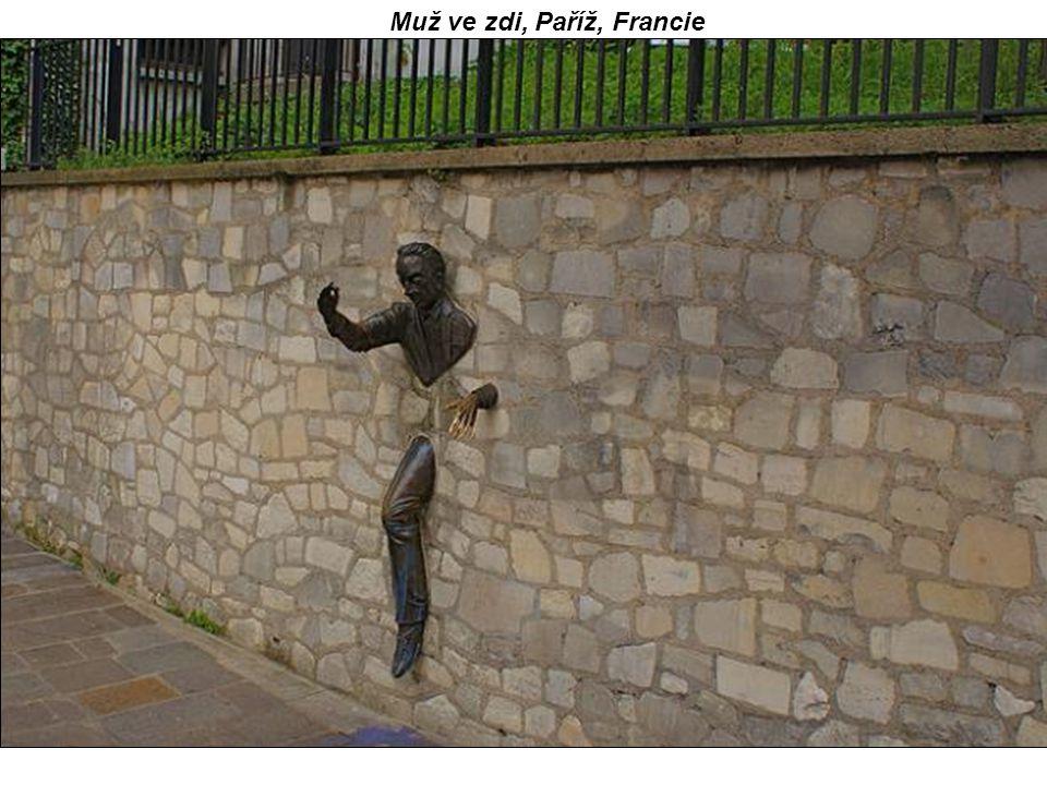 Muž ve zdi, Paříž, Francie