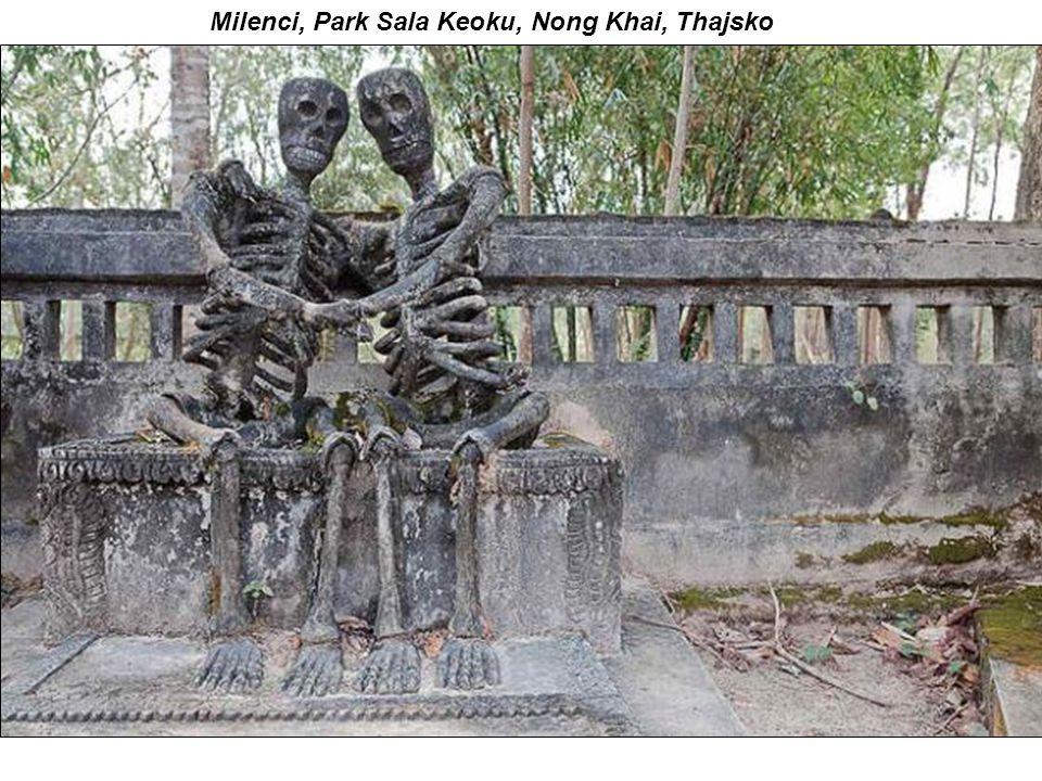 Milenci, Park Sala Keoku, Nong Khai, Thajsko