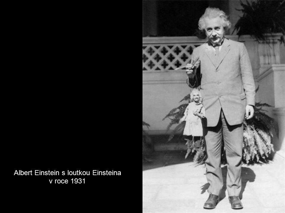Albert Einstein s loutkou Einsteina v roce 1931
