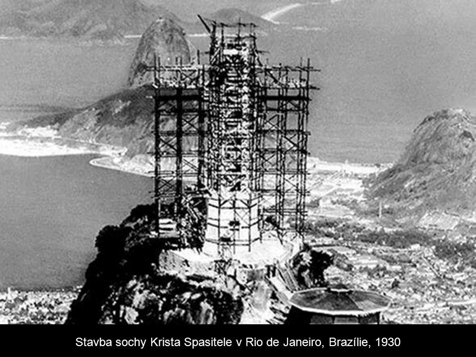 Stavba sochy Krista Spasitele v Rio de Janeiro, Brazílie, 1930
