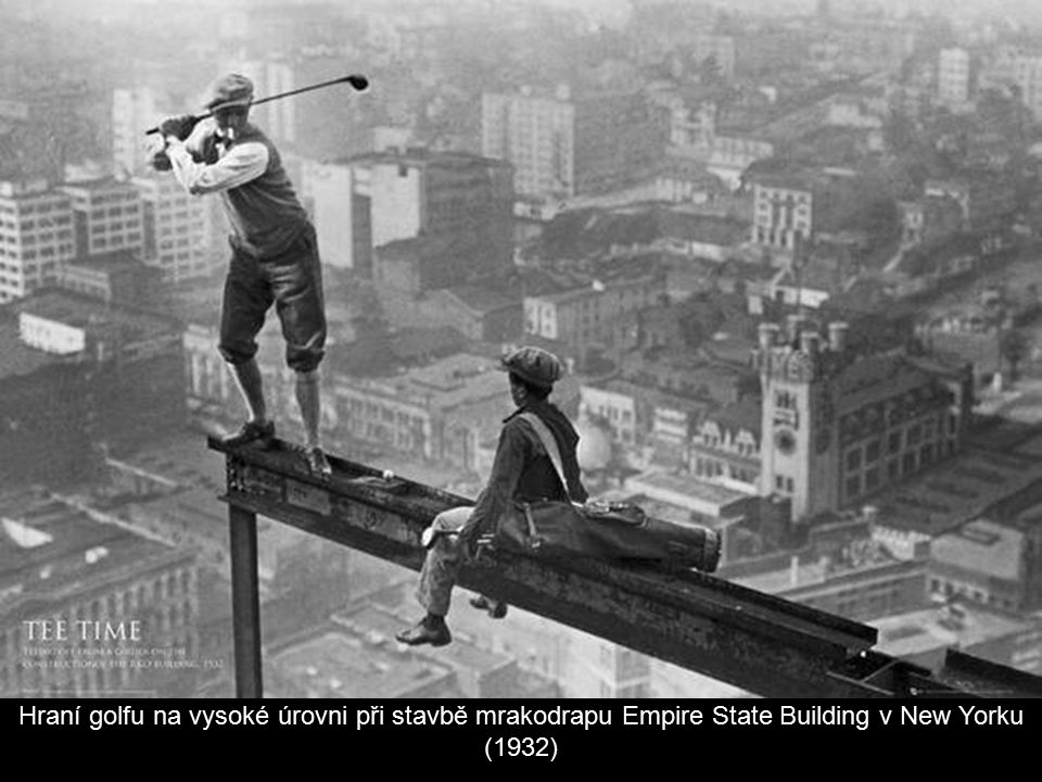 Hraní golfu na vysoké úrovni při stavbě mrakodrapu Empire State Building v New Yorku (1932)