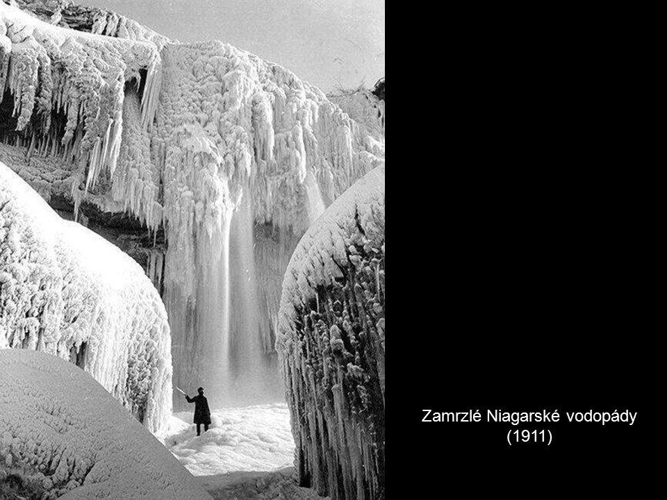 Zamrzlé Niagarské vodopády (1911)