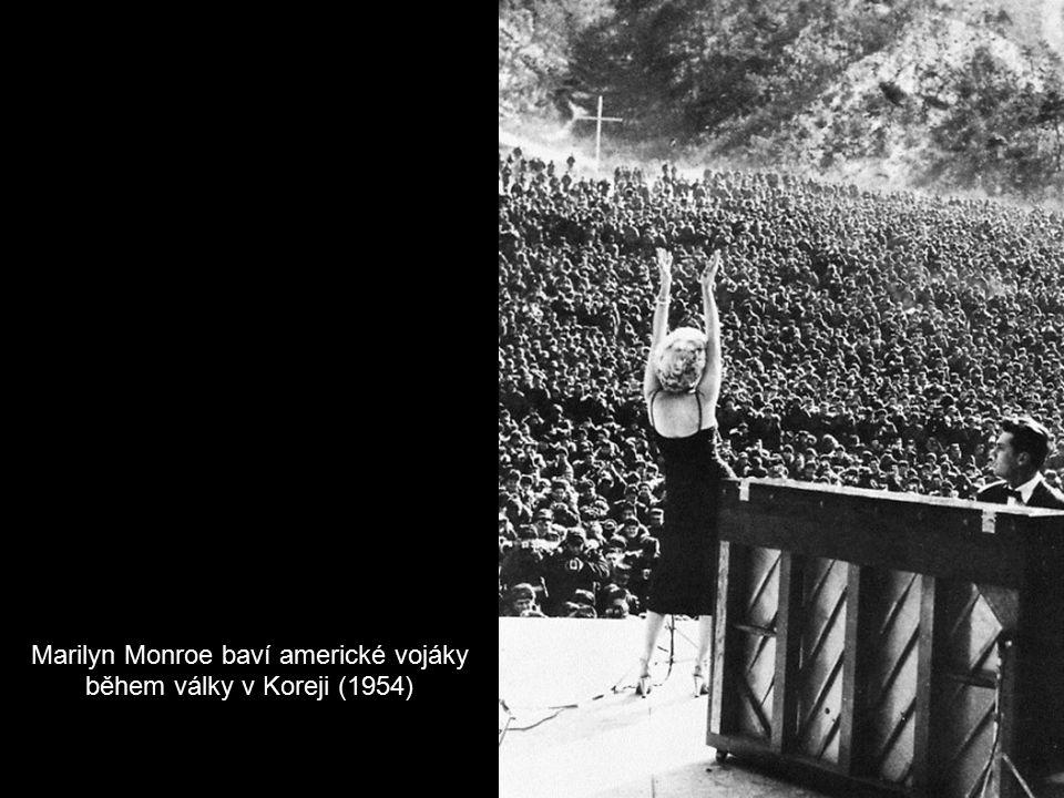 Marilyn Monroe baví americké vojáky během války v Koreji (1954)